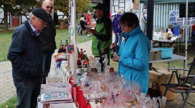 Herbst- und Flohmarkt der CDU Schladen trotzte dem Wetter